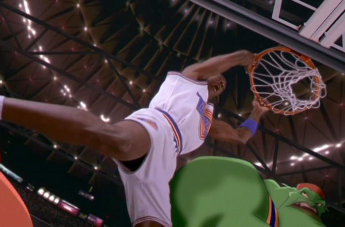 Michael Jordan in una scena del film Space Jam