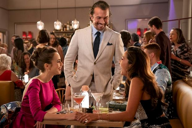 Emily, Mindy e Antoine Lambert nell'episodio 2x06
