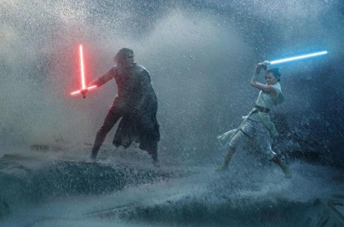 Adam Driver e Daisy Ridley in una scena di Star Wars: L'ascesa di Skywalker