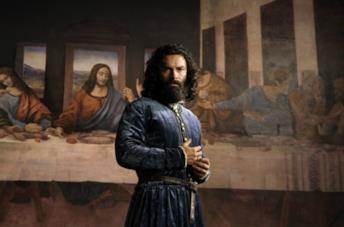 Aidan Turner nei panni di Leonardo
