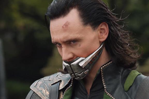Loki tra le rovine di Asgard