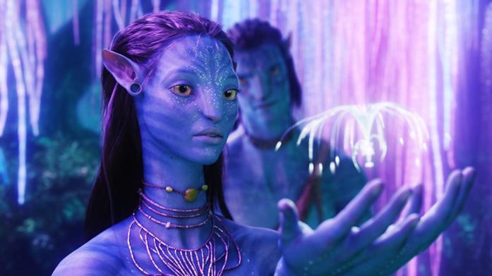 Zoe Saldana e Sam Worthington in una scena di Avatar (2009)