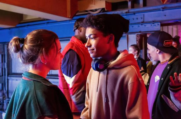 Alexandra Pfeifer e Yalany Marschner in una scena di Into the Beat