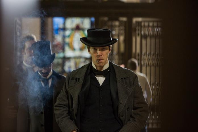 Benedict Cumberbatch nei panni di Edison
