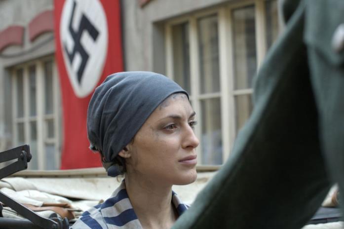 Un primo piano di Clémence Thioly in una scena del film Colette - Un amore più forte di tutto