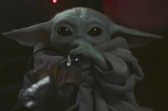 Baby Yoda in una scena della serie