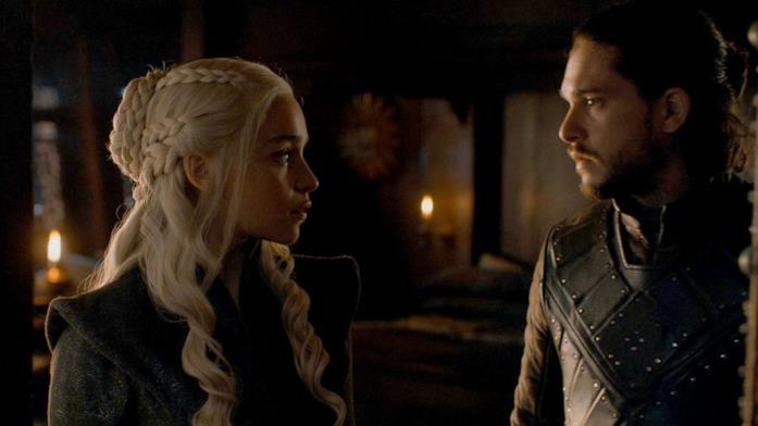 Jon e Daenerys si guardano con amore