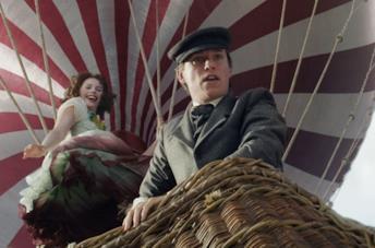 Eddie Redmayne e Felicity Jones in The Aeronauts