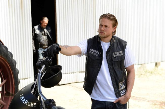 Charlie Hunnam, protagonista nel 2008 della serie Sons of Anarchy