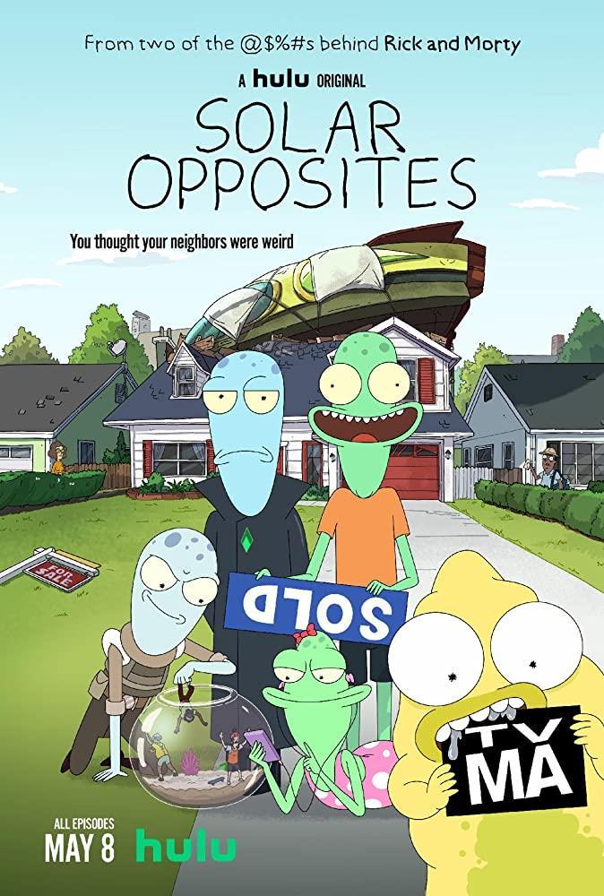 I quattro alieni di Solar Opposites davanti la loro casa sulla Terra