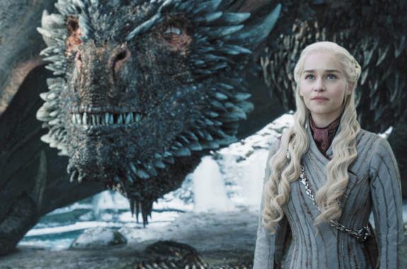 Daenerys e Drogon in Game of Thrones