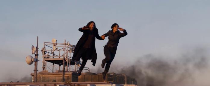 Neo e Trinity saltano da un palazzo