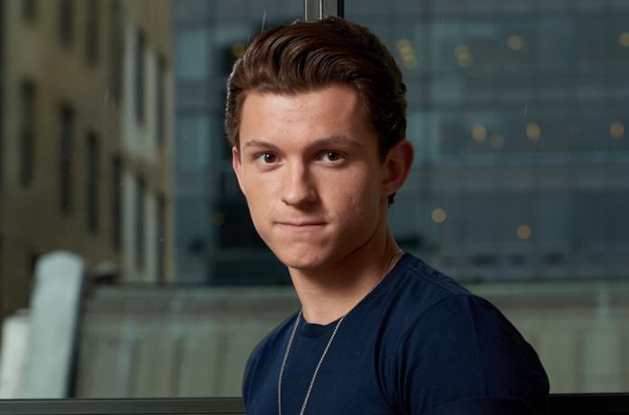 Tom Holland in un'immagine promozionale di Peter Parker