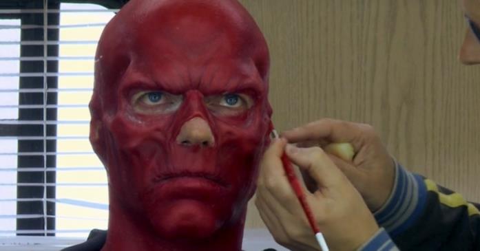 Hugo Weaving al trucco per Teschio Rosso