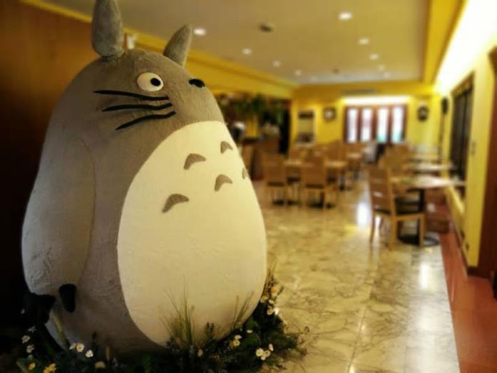 Un primo piano di Totoro, l'icona di Studio Ghibli