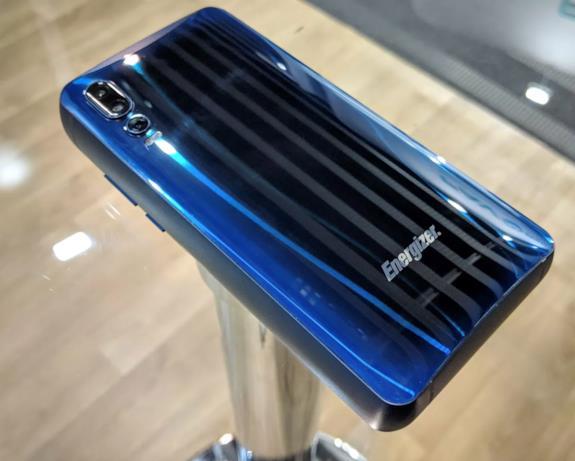 Foto del nuovo smartphone di Energizer scattata al MWC2019 (2)