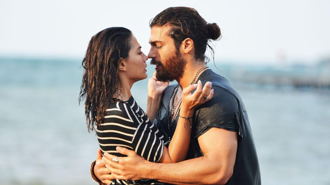 Can Yaman e Demet Özdemir in una delle serie turche più amate, Daydreamer