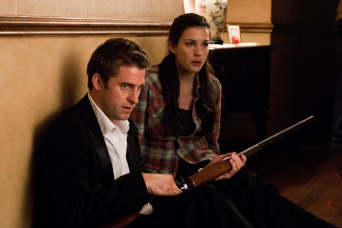 Scott Speedman e Liv Tyler in una scena del film The Strangers