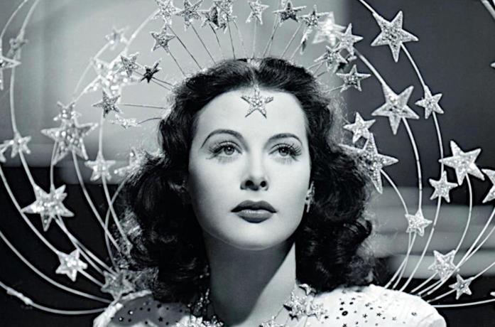 Un'immagine di Hedy Lamarr nel film Le fanciulle delle follie