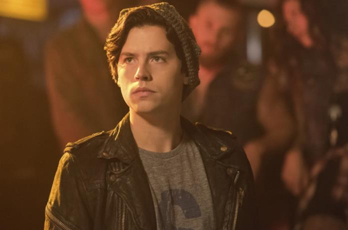 Cole Sprouse in una scena della serie Riverdale