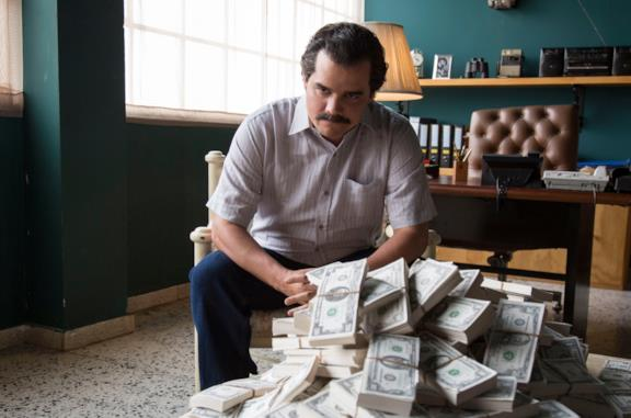 Wagner Moura interpreta Pablo Escobar in Narcos