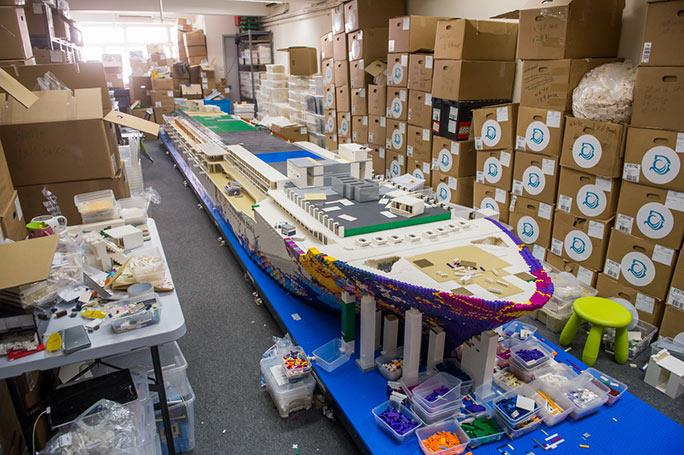 Dettagli sulla costruzione in LEGO della nave da crociera World Dream