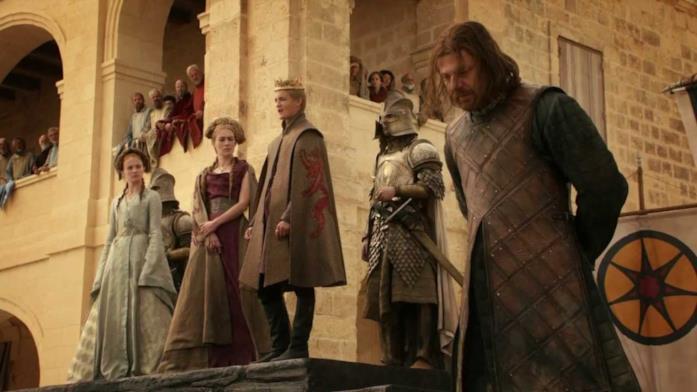 Sean Bean nella scena di morte di Ned Stark, nella stagione 1 di Game of Thrones