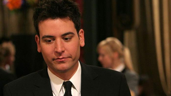 Ted Mosby in una scena della serie How I Met Your Mother