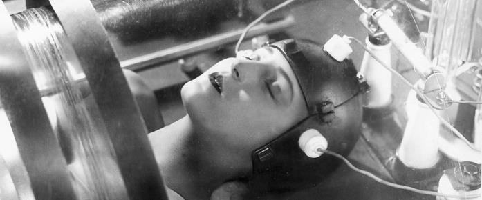 Maria viene riprodotta in un robot con le sue sembianze in Metropolis