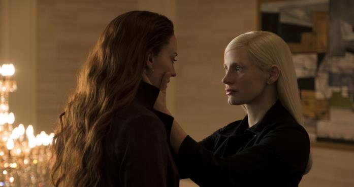 Sophie Turner e Jessica Chastain in una scena del film