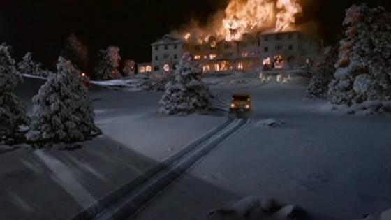 "L'Overlook Hotel avvolto dalle fiamme (""Stephen King's The Shining"")"