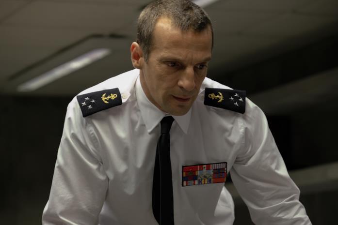 Mathieu Kassovitz interpreta l'ammiraglio