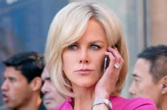 Nicole Kidman parla al telefono