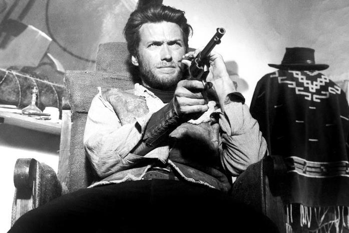 Clint Eastwood in una scena di Per qualche dollaro in più