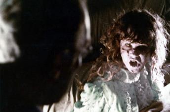 Linda Blair in una scena del film L'esorcista