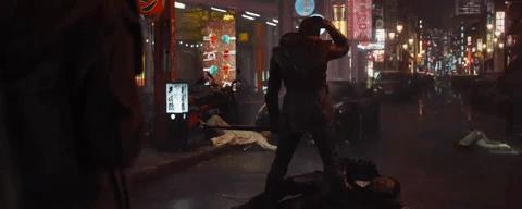 Clint Barton nella città di Tokyo viene raggiunto da Vedova Nera