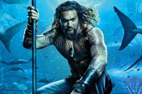 Aquaman in una scena del film