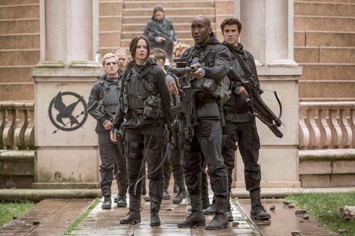 Katniss e il suo gruppo pronti ad arrivare dal Presidente Snow