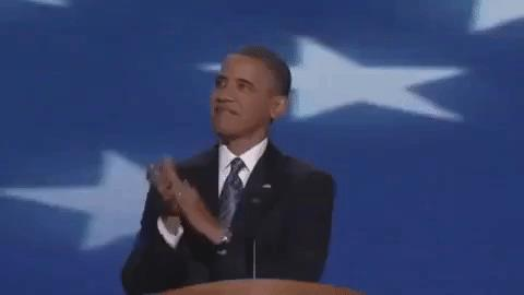 Barack Obama applaude