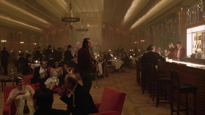 Il protagonista partecipa al party nella Gold Room