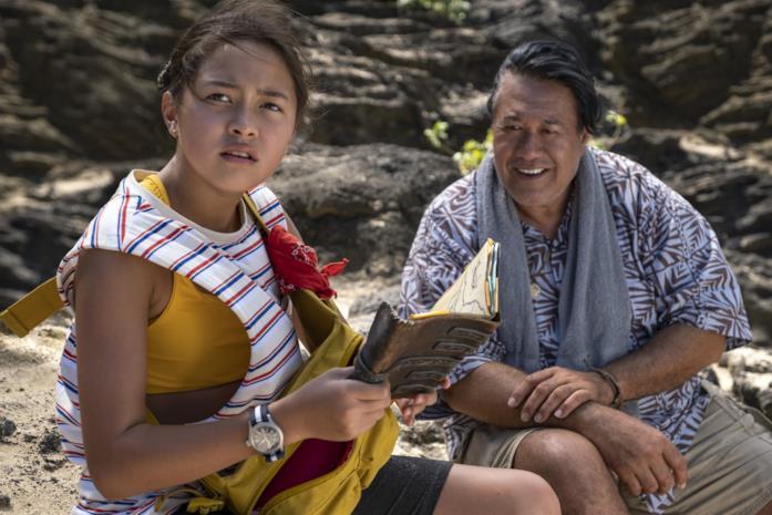 Kea Peahu e Branscombe Richmond in una scena del film Alla scoperta di 'Ohana
