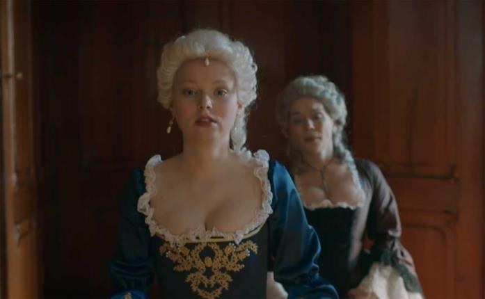 Marie-Luise Stockinger in una scena della serie Maria Teresa