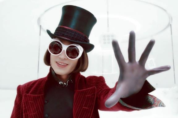 Stasera in TV visitiamo la Fabbrica di Cioccolato con Johnny Depp: l'appuntamento è su Italia 1!