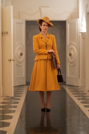 Mildred indossa un completo giallo anni '40