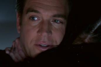 L'abbraccio affettuoso tra Tony DiNozzo e Abby Sciuto