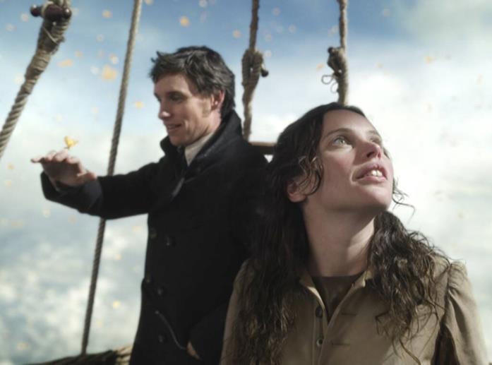 James e Amelia vengono circondati dalle farfalle