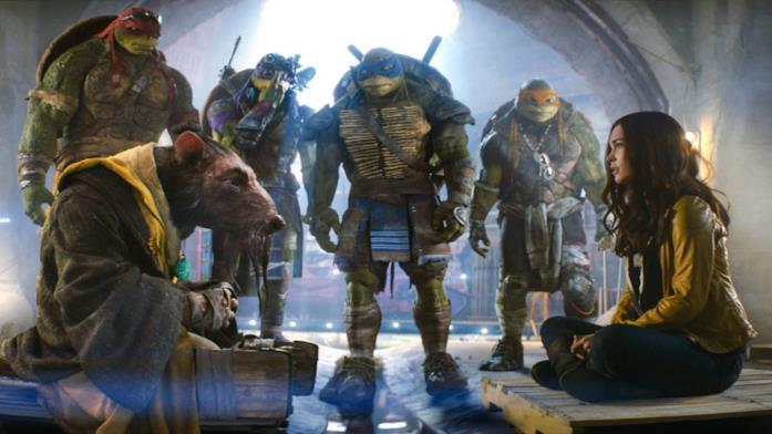 Le quattro tartarughe, Splinter ed April O'Neil in una scena del film del 2014