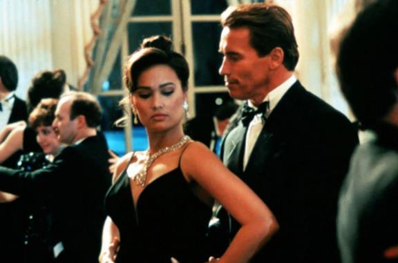 True Lies: il tango con Schwarzenegger e le scene più memorabili del film