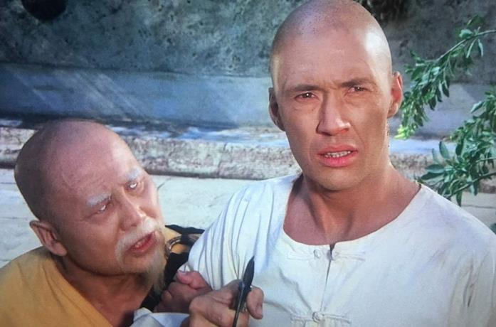 Keye Luke e David Carradine in una scena della serie TV Kung Fu