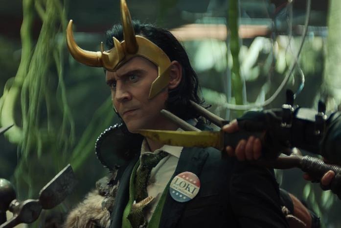 Loki circondato da nemici